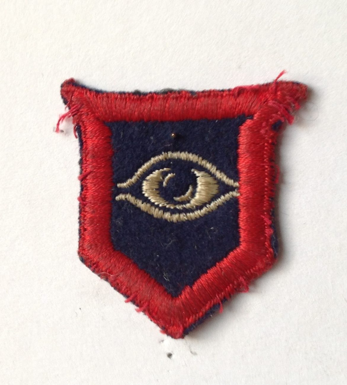 The Guards Armoured Division (GAD) sign, a red outline with an eye in the middle.